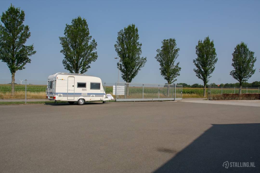 schrale stalling buitenstalling campers