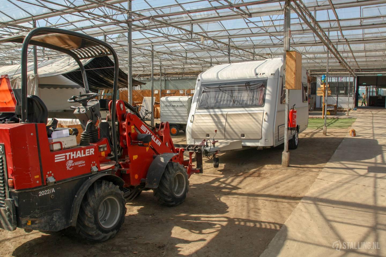 caravanstalling kwekerij het stalletje binnenkomst