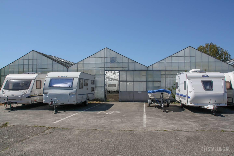 caravanstalling wijdenes buiten de stalling